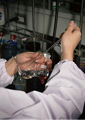 сделать анализ воды из под крана, колодца, озера, скважены